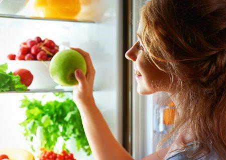 מומלץ לשים במקרר בגובה העיניים ירקות חתוכים ופירות