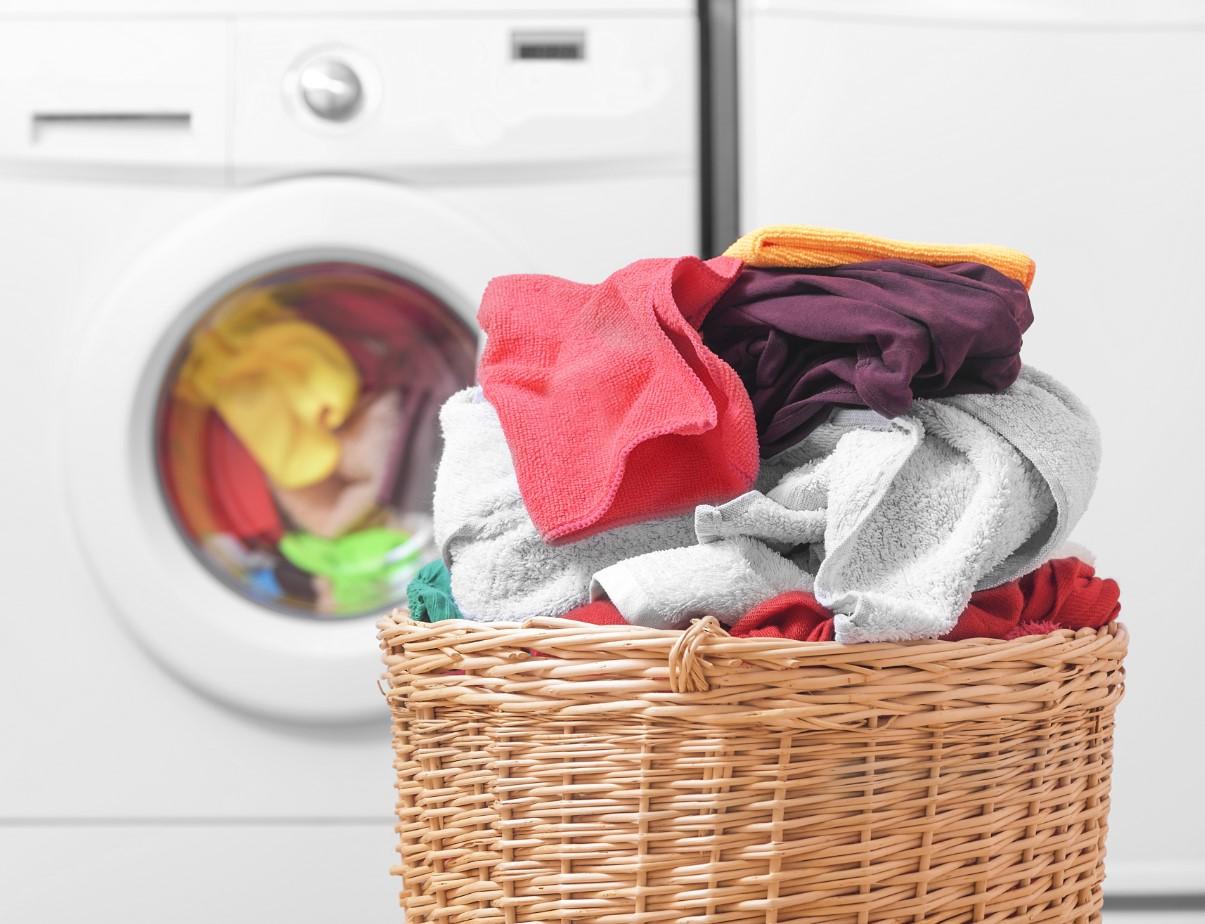 מיונים ומחלקות - הכובסת ממליצה להפריד מהכביסה הצבעונית את הבגדים הצהובים. מניסיונה בגדים צהובים נוטים להכתים את אחיהם הצבעוניים גם בטמפרטורה נמוכה.