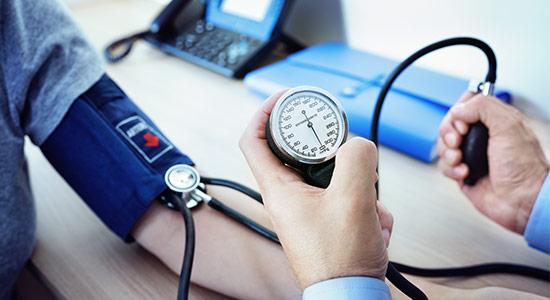 כיצד נוכל לסייע להורדת לחץ הדם באמצעות הרגלי חיים ושגרת טיפול?