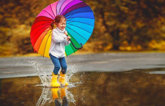 הגשם הראשון מביא עימו את חדוות הדילוגים במגפיים בין השלוליות, אך גם את מחלות הילדים.
