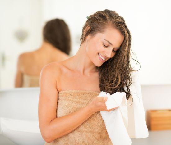 אישה אחרי מקלחת
