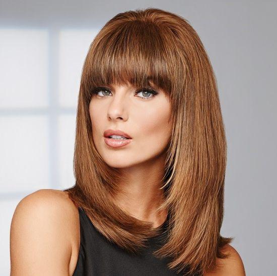 אישה עם תוספות שיער HAIRDO