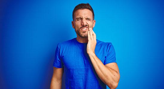 אפטות הן למעשה נגעים דלקתיים המופיעים ברקמות הריריות של חלל הפה. ממה הן נגרמות ומהן הדרכים הטובות ביותר לטפל באפטות?
