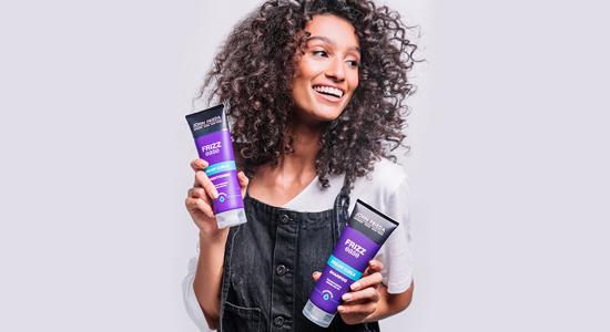 מותג השיער המוביל בבריטניה JOHA FRIEDA ג'ון פרידה שתמחה במוצרים לטיפול בשיער שיש לו אתגרים מיוחדים להתמודדות