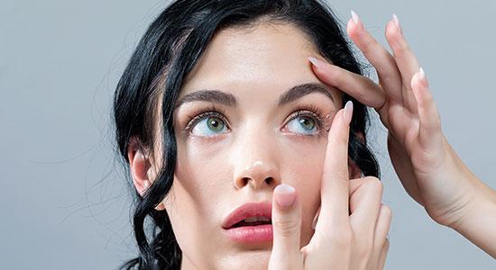 """בכל הנוגע להיגיינה, עדשות מגע יומיות הן חד פעמיות ויסייעו בשמירה על ההיגיינה של אזור העיניים""""."""