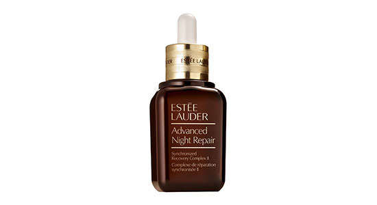 estee lauder סרום התיקון מסדרת Advanced Night Repair מעצים את תהליך ההתחדשות הטבעי של העור המתרחש במהלך הלילה ובכך עוזר לצמצם משמעותית את מראה סימני ההזדקנות בעור.