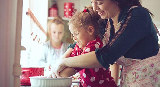 אז איך נוכל לעזור לילדים שלנו לאכול טוב יותר בימי הקורונה, וכיצד המטבח יכול להפוך למקום של פעילות משפחתית?