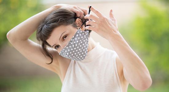 : החום והלחות שמתנדפים מהמסכה גורמים לסתימת נקבוביות עור הפנים , לגירוי של העור, לאדמומיות ואפילו להתפרצות של אקנה.