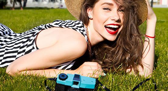 הקיץ כאן, החום והזיעה מאיימים על שלמות האיפור שלך? יש מה לעשות. טיפים לאיפור עמיד