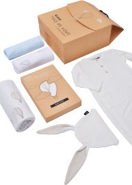 TAKE ME HOME BABY BOY– מארז מתנה אוברול, כובע, שמיכה וחיתולי טטרה לתינוק 0-3